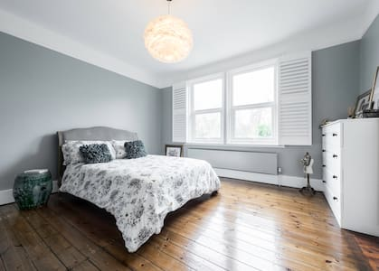 Ensuite double with garden view - London - Ház