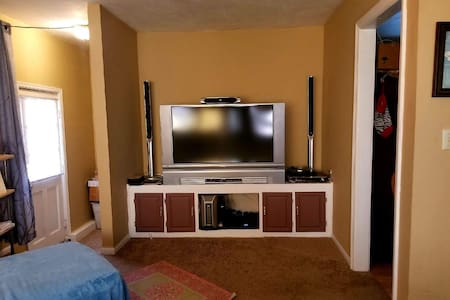 Walk to Royals Stadium! Comfy Home Great Location!