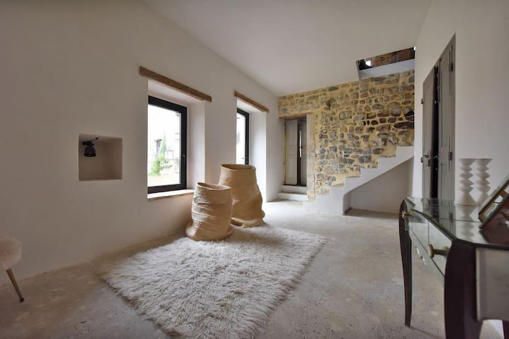 Maison 17eme village Piscine - Ribaute-les-Tavernes - Huis