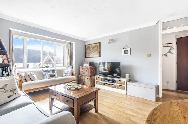 Bright & spacious 2 bed flat in South London SW16