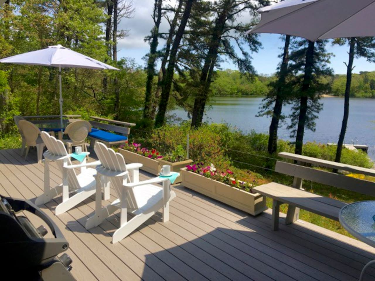 Private lakefront living with 2 decks, dock with full amenities and free linens