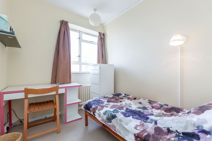 Single Bedroom in comfy Central London aptmt - London - Lägenhet