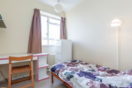 Single Bedroom in comfy Central London aptmt - London - Lejlighed