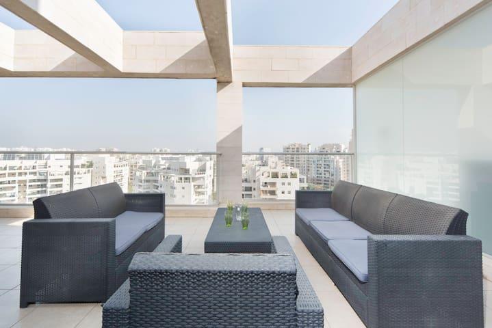 Luxurious Ramat Aviv 3 bd with AMAZING balcony!