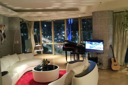 Great view with luxury interior and good location. It takes just 10sec from station and 2mim from COEX by walk. It is one of most luxury place of seoul. Interior is so special that can make your trip more special.You can enjoy 'Gangnam Style' life~!