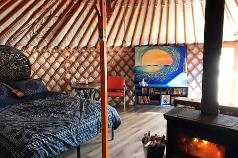 Secluded & cozy off-grid yurt down by the river