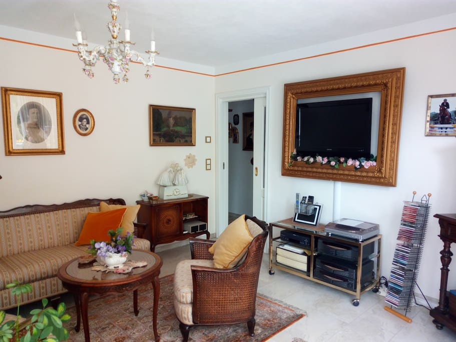 schlaf u wohnzimmer terrasse bad k che wlan. Black Bedroom Furniture Sets. Home Design Ideas