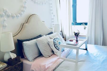 地铁零距离感受都市中的复古/柔软温馨舒适客房