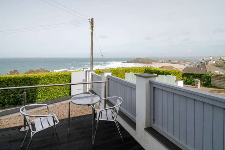 MARION'S FLAT, Porthmeor St Ives with Sea Views