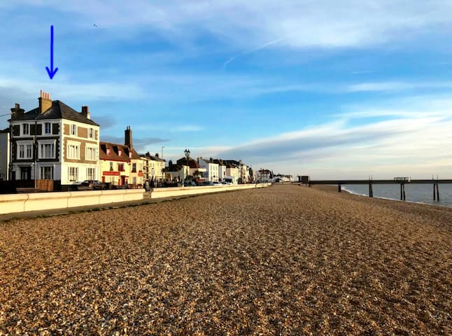 FANTASTIC SEAFRONT HOUSE VIEWS ACROSS THE CHANNEL