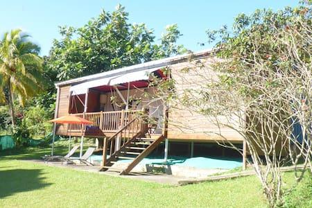 La Kaz Ô'33, bungalow à Ste Rose, quartier Sofaia