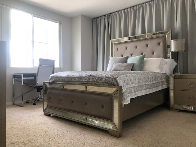 Room in luxurious 3BR, walk to Marina and beaches
