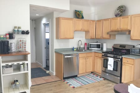 Fully renovated spacious 2BR mins from Boston & T
