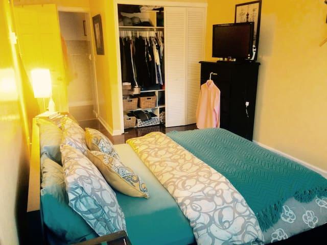 2 BR Luxury Condo (5 Minute Drive from Seattle) - Mercer Island - Apartamento