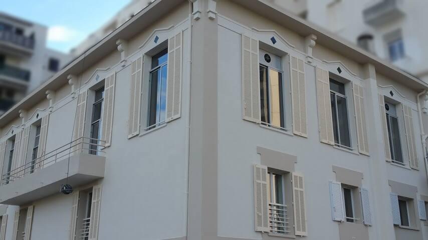 A 50 sqm suite in a Private Mansion near Croisette