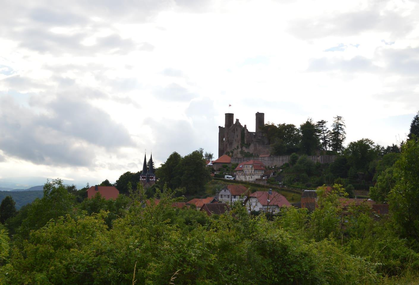 unterhalb der Burg Hanstein