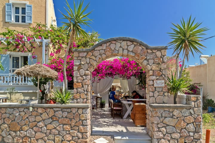 Z Cozy Apartment in Kamari Β - up to 4 persons