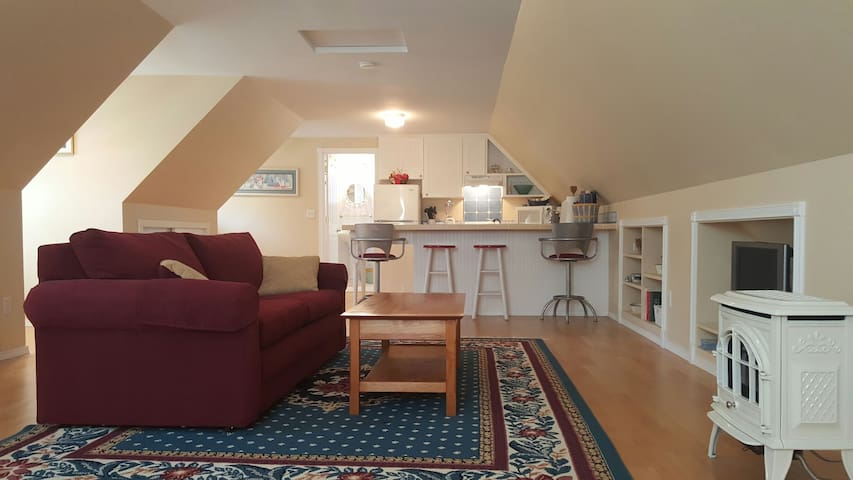 Peaceful Countryside Loft Apartment - Monroe - Leilighet