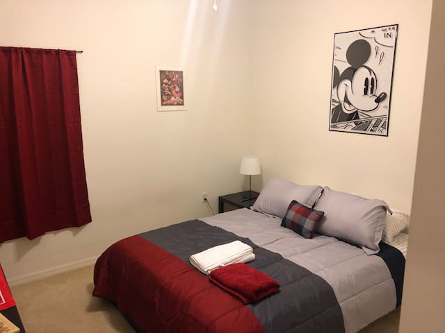 Disney themed Room 30min from Disney and Airport