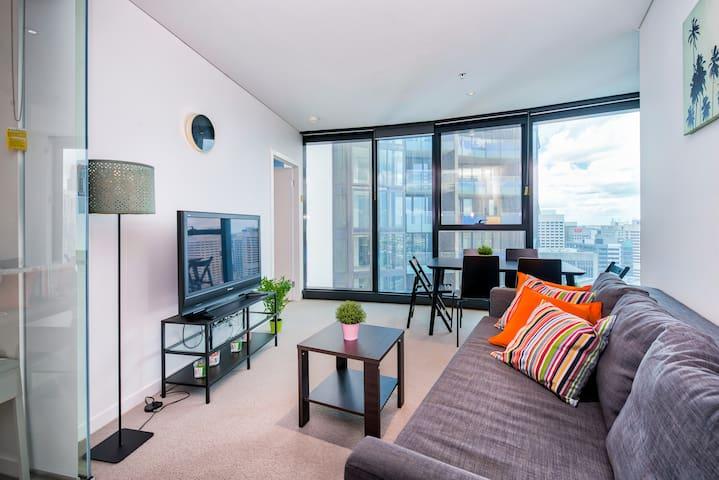 Luxury ❤️ of Brisbane Skyline Views 2BR, Pool+Wifi