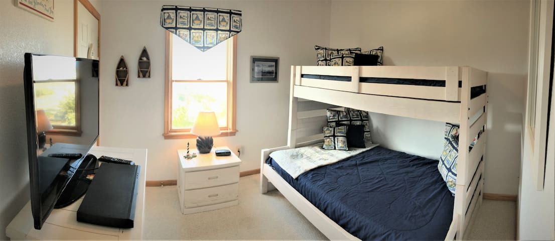 The Kids Room features a Full Bed below and a Twin Bed up top. Big Samsung TV.