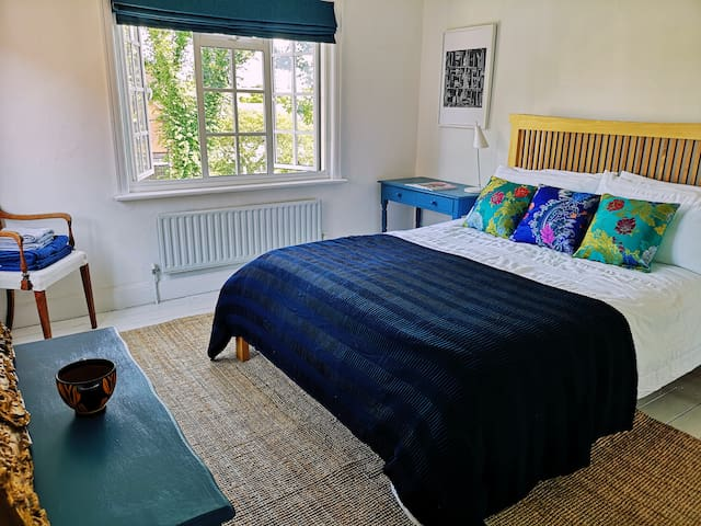 Light and spacious room in Kingston Upon Thames