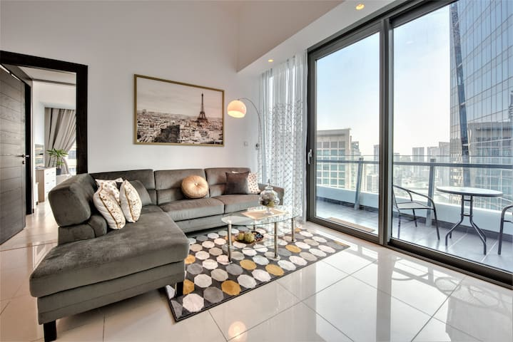 Penthouse 5* Silverene 1Bed/w balcony next to mall