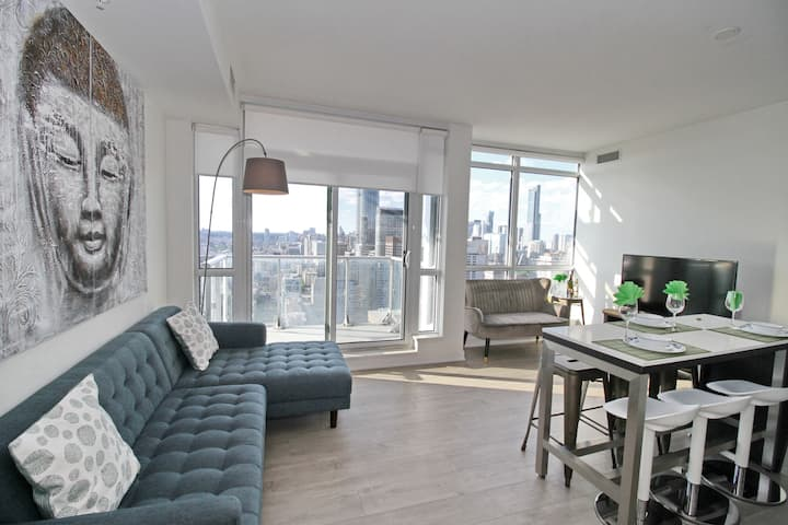 Luxury 3 BR in the heart of Entertainment District