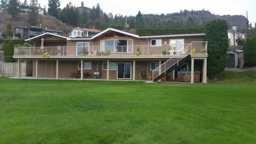 Hotel Style Suite & Private Hot Tub on Wine Trail! - West Kelowna