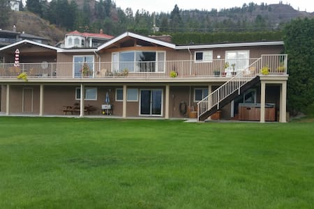 Hotel Style Suite & Private Hot Tub *Winter Rates* - West Kelowna - House