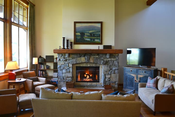 Stay in Stowe in Style! Luxury 4BR Mtn Cabin