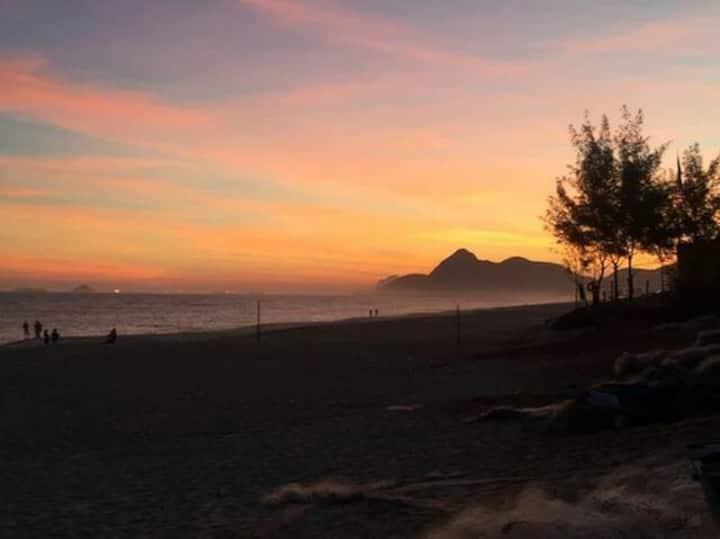 Estamos Hospedando - Suíte na Praia com Café 🏖