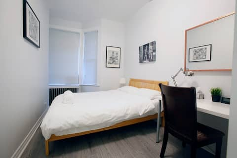 1st floor apartment in central Toronto w/ parking