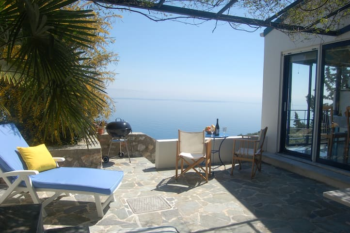 Cottage with sea view - Tyros - Casa