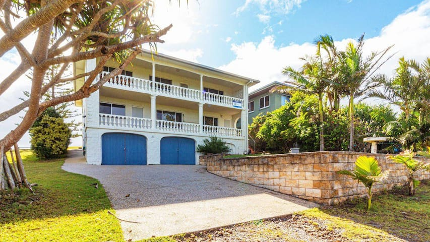 Offshore - Beach House - Ideal for the extended family. Ocean views and breezes.