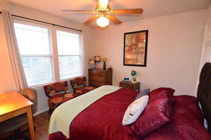 Guest Bedroom with Private Bath - Round Rock
