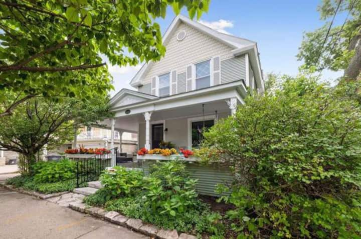 Family Friendly Home in Heart of Linden Hills