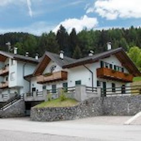 appartamento  con vista montagna - Ossana - บ้าน
