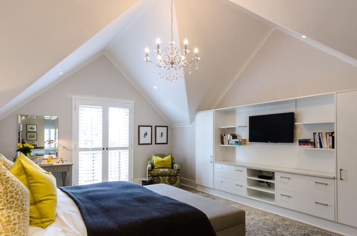 Modern Loft Suite in Beaulieu, Blue Hills, Midrand