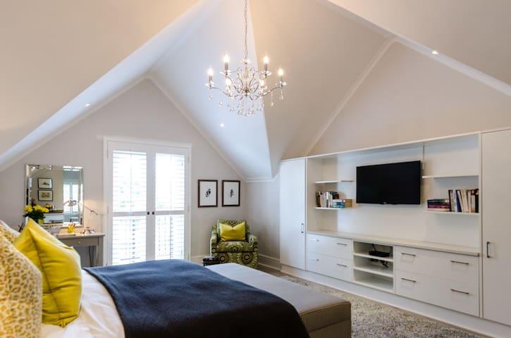 Modern Luxury Loft Suite in Kyalami