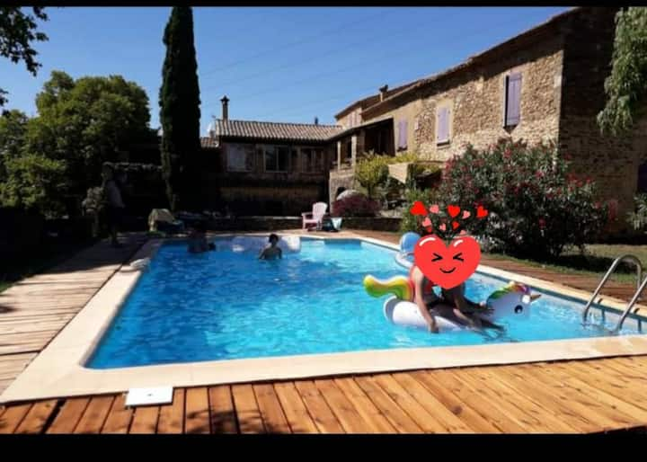 Mas Provençal aux coeur des vignes.