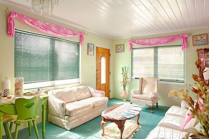 Anish-Nes-Marl Island Getaway 2 Bedroom Apt.