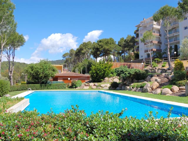Nice apartment with a terrace and a pool in Tamariu