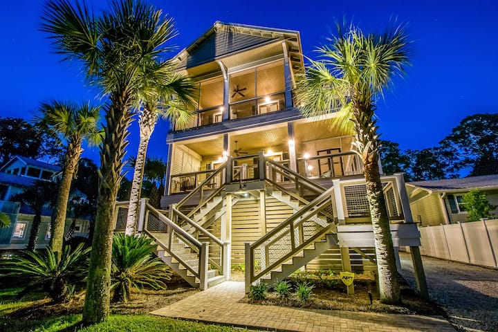 Large Private Pool & Short Walk to Beach! Outdoor TV!! - Southern Grounds
