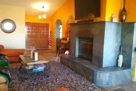 Linda's Desert Inn