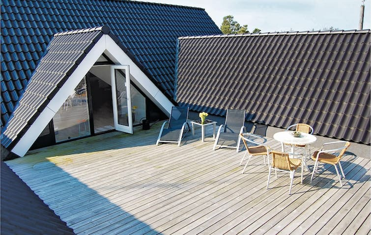 Holiday apartment with 1 bedroom on 80 m² in Blåvand