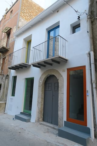 Casa Torretti - Favara - Haus