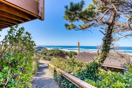 Comfortable oceanfront cottage w/ easy beach access and gorgeous views - dogs ok