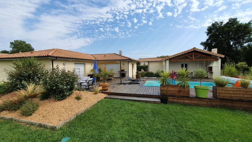 Villa spacieuse avec piscine au cœur des vignes