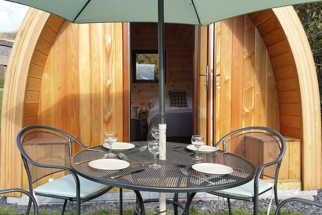How about a bit of alfresco dining